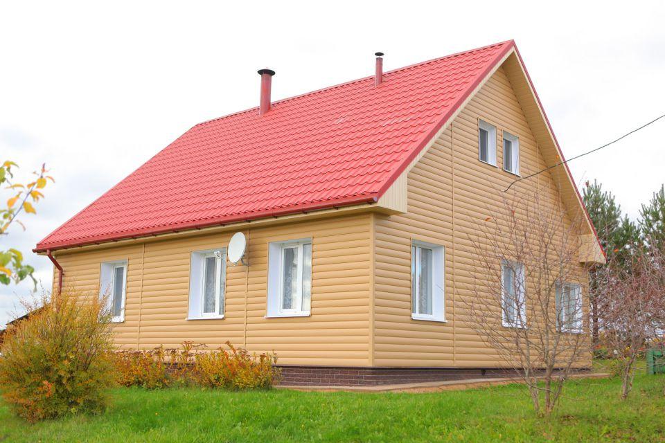Старый дом после облицовки виниловым сайдингом совершено преображается
