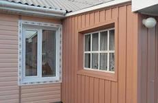 Сочетание горизонтального и вертикального сайдинга в отделке дома