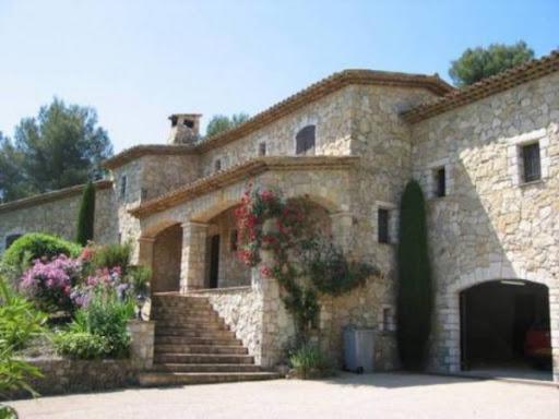 Фасады домов из натурального камня