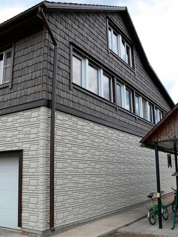 Комбинирование двух фактур винилового сайдинга в дизайне фасадов
