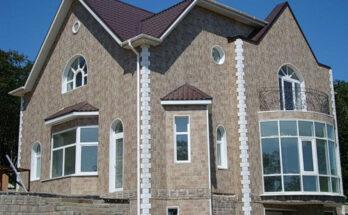 Фиброцемент смотрится довольно легко, при этом прекрасно защищает дом от воздействий окружающей среды