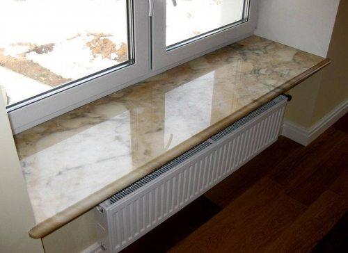 Натуральный камень под окном