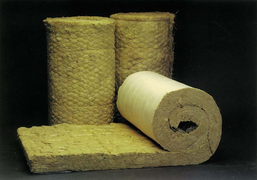 Рулонные изделия наиболее практичны, нежели листовая вата, которую перевозить можно только в грузовых машинах