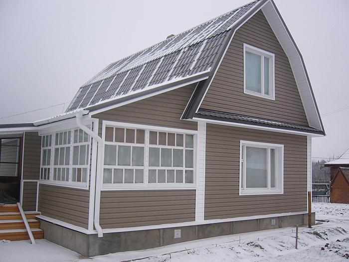 Дизайн обшивки дома сайдингом в два цвета фото
