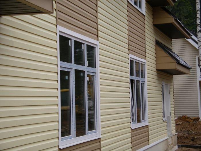 Комбинация нескольких цветов сайдинга в отделке фасада
