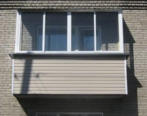 Как обшить балкон сайдингом снаружи: пошаговая инструкция ...