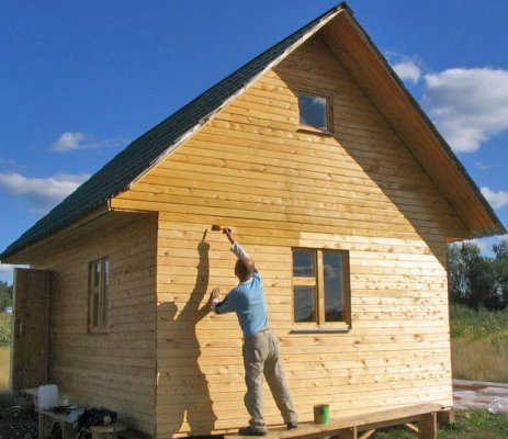 окраска фасада деревянного дома