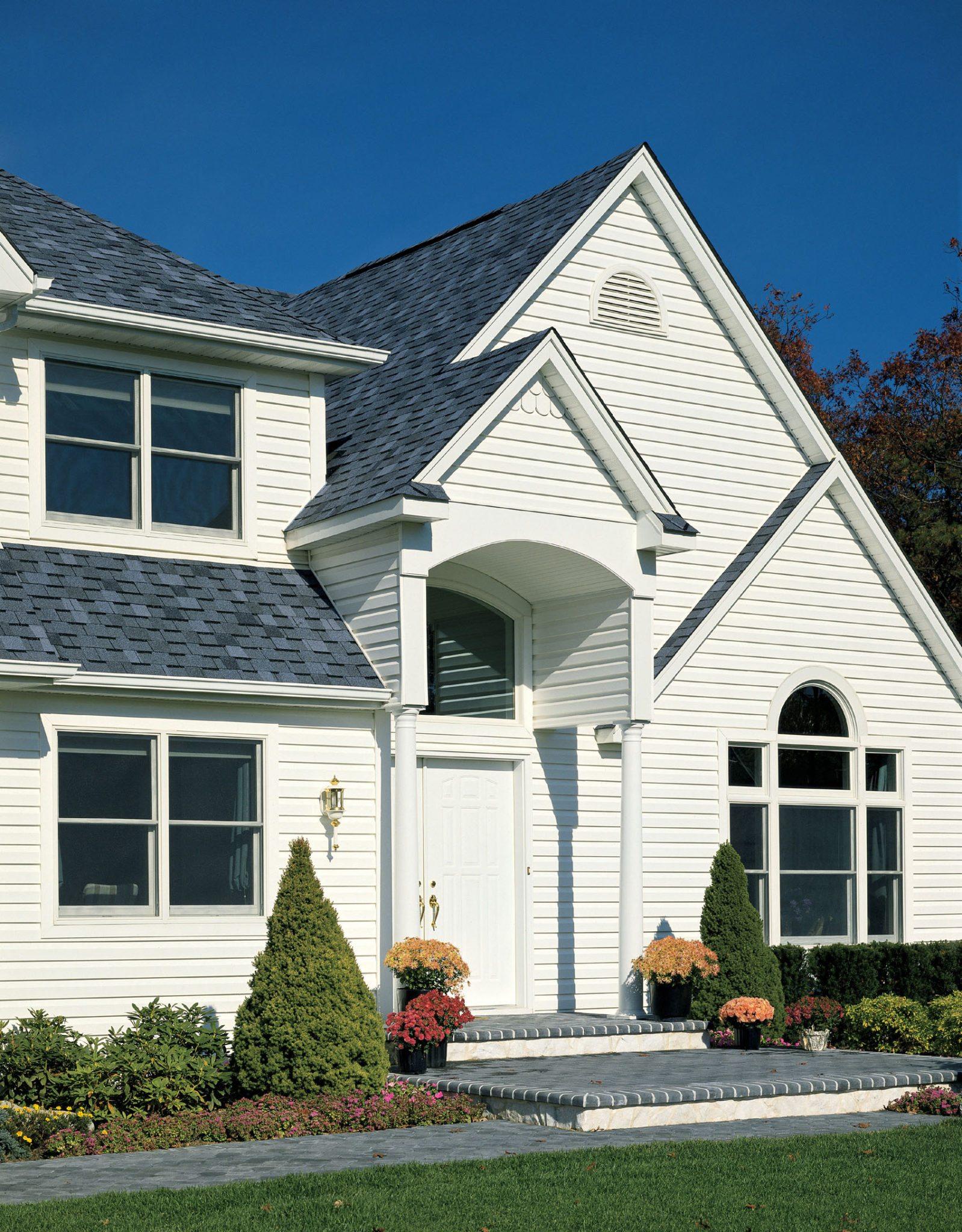 Образцы отделки домов сайдингом двумя цветами фото