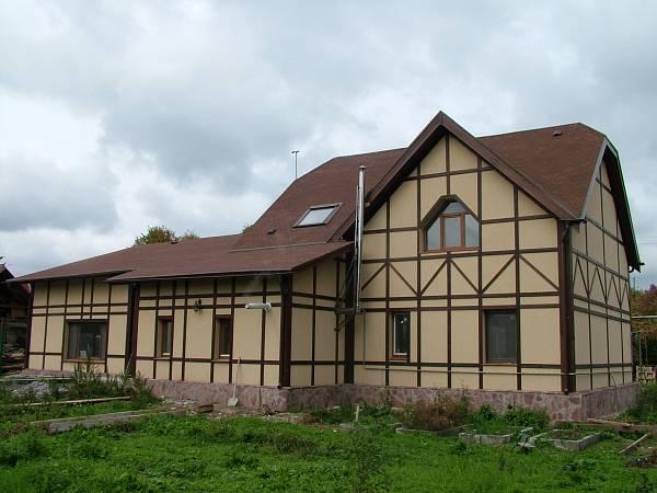 Классический стиль архитектуры суровых и прекрасных Альпийских гор