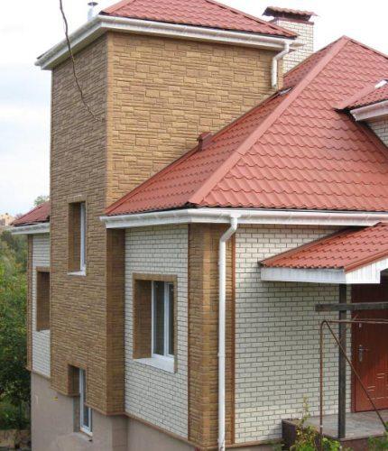 Наружный угол сайдинга выглядит особенно стильно, если выделяется из общего тона здания