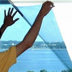 Установка специальной пленки поможет устранить проблему запотевания, если она не связана с нарушениями конструкции самого окна